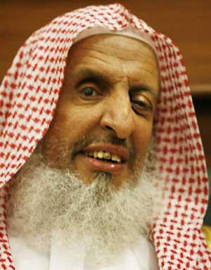 اهانت بی شرمانه سربازان دولتی رژیم آل سعود به قرآن کریم + تصویر